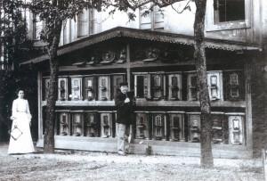 Bienenhaus des Vereinsgründers Haase mit Vorderbehandlung